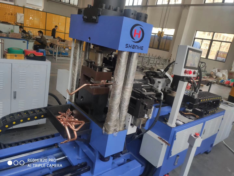 温州两台全自动铜棒加工设备货到调试中